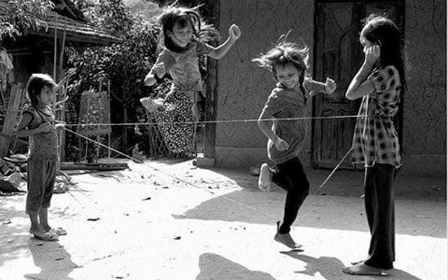 hình ảnh tuổi thơ dữ dội