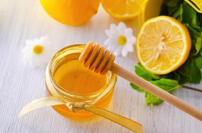 Mật ong là nguyên liệu làm đẹp khá quen thuộc