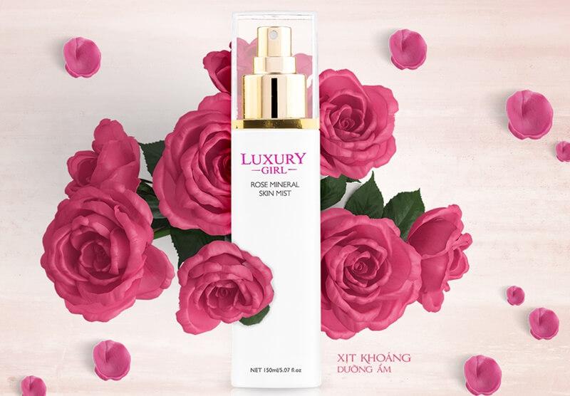 Xịt khoáng và nước hoa hồng