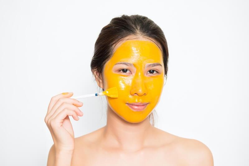 Đắp mặt nạ nghệ hàng ngày có tốt không?