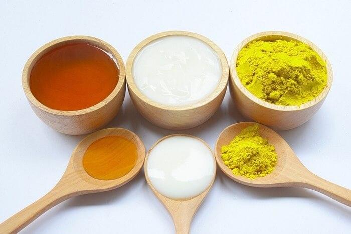 Uống nghệ và mật ong nuôi dưỡng da từ bên trong