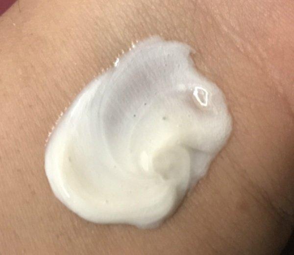 Innisfree Bija Trouble Facial Foam kết cấu